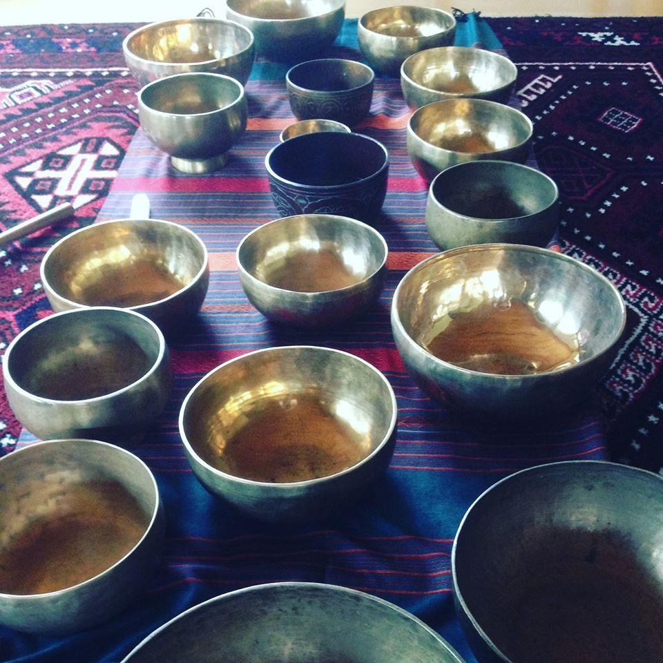 A 33 min journey into Theta  Singing bowls with binaural beats and  Isochronic tones